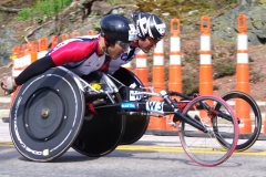 Men's Wheelchair - 2nd place on right - Ernst Van Dyk with 1:27:12, 3rd place on left - Kota Hokinoue 1:27:13